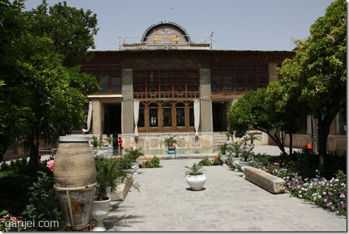 حیاط و هشتی ورودی خانه زینت الملوک