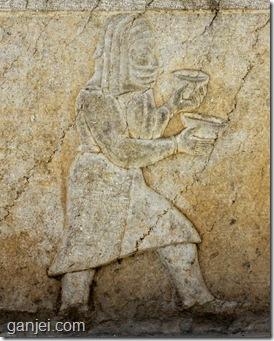نقش برجسته تقلیدی از تخت جمشید در حیاط نارنجستان قوام
